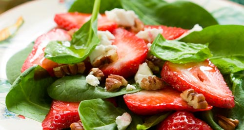 Spinach Salad With Strawberries and Nuts